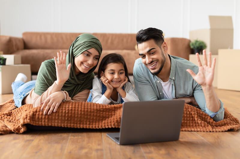 arabic-family-having-videocall-using-laptop-waving-7U4537S (1)